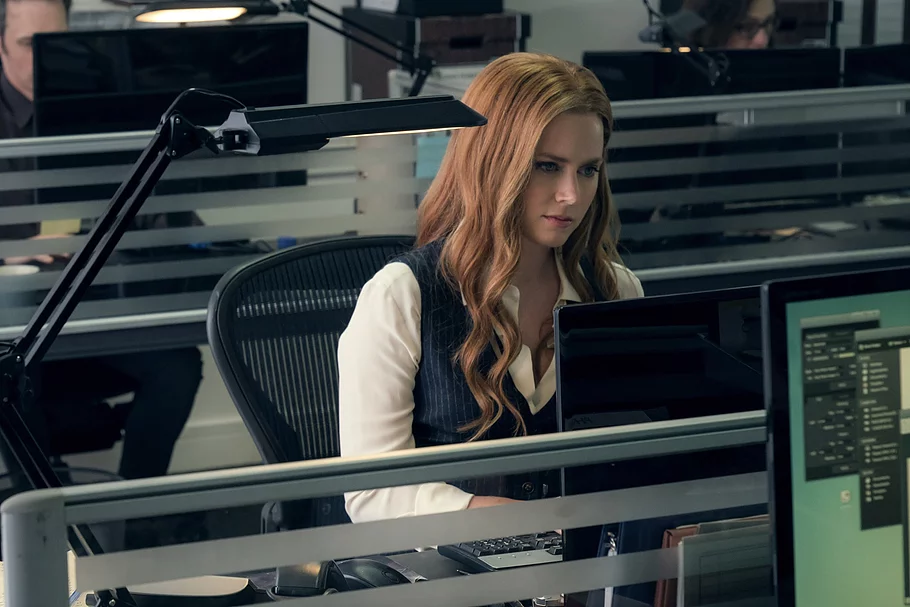 lois lane from justice league sitting at office desk, typing into computer sitting in black mesh office desk with lamp