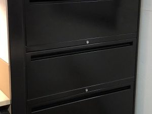 lateral set of black 5 drawers with 5 locks