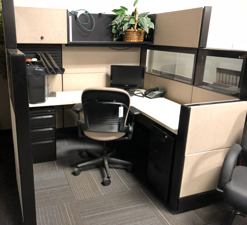 remanufactured black and white cubicle