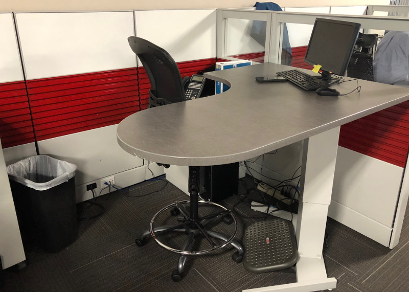 remanufactured cubicle red and white desk view