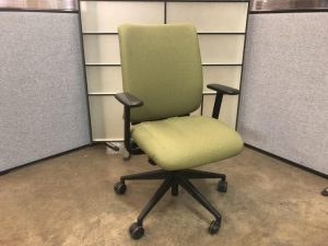 Green fabric task chair with arms